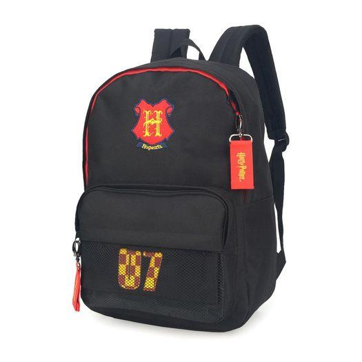 4274f58a7 Mochila com alça Harry Potter na cor preta com detalhes vermelho, uma  abertura grande central para colocar o material escolar e um bolso frontal,  ...